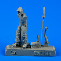 U.S. Army aircraft mechanic WWII - Pacific theatre Figurines - Image 1